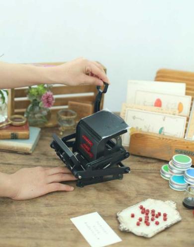 「小さな活版印刷機」見た目がかわいいヤバイ!?『大人の科学マガジン』最新号の付録!