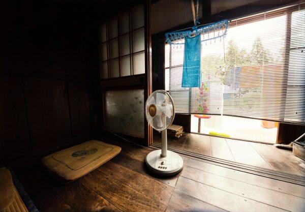 扇風機だけで涼しくする方法やグッズ!おすすめ家電も紹介!